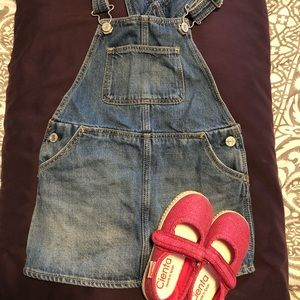Denim overall dress and hot pink shoes!!!